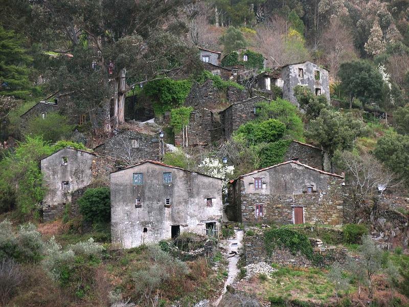Как две подруги превратили заброшенную деревню в арт-резиденцию