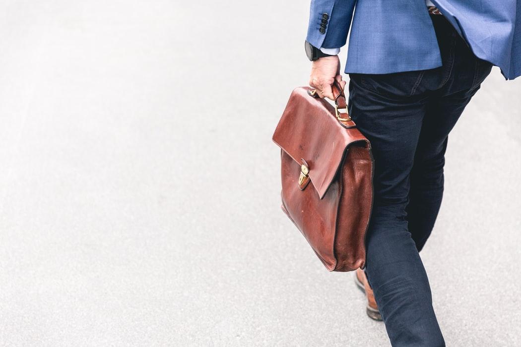 Трети россиян задерживают зарплату, а 16% получают ее в конверте: исследование Авито Работа