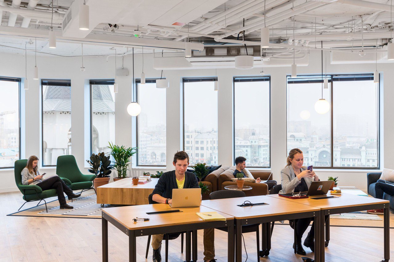 Снижение продуктивности и оптимизма: как удаленная работа влияет на поколения Y и Z