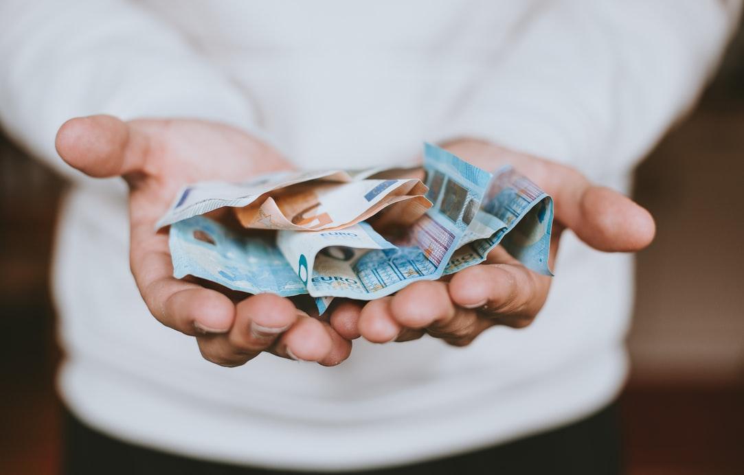 Откладывать или инвестировать: как выбрать эффективную стратегию работы с личными финансами